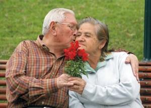 Imagen extraída de http://apadrino.com/haz-que-la-edad-no-importe-los-mayores-tambien-cuentan/